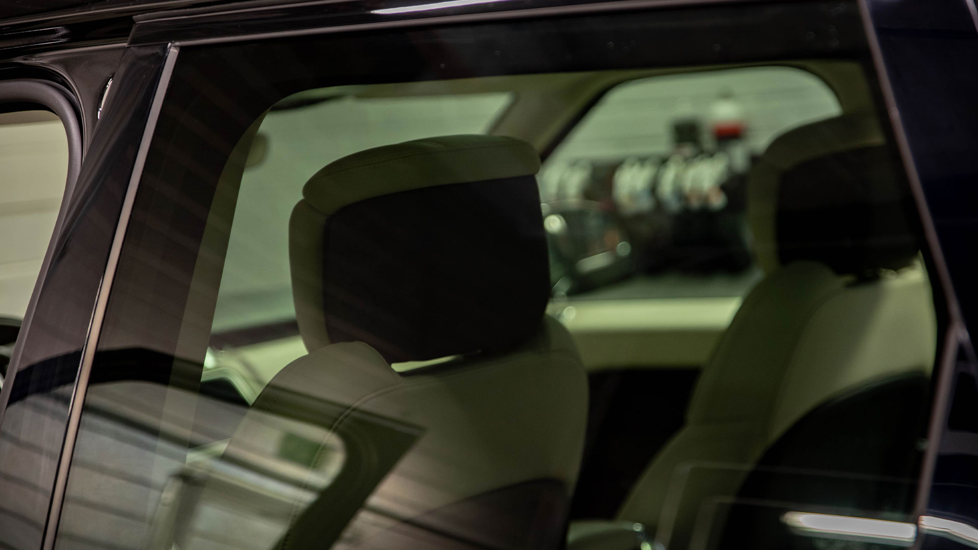 Auton lasien tummennus suojaa haitalliselta UV-säteilyltä